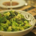 Salada de brócolos e algas